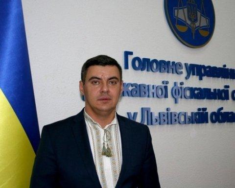 2,5 миллиона наличных: украинцев поразили доходами «скромного» налоговика