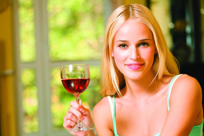 Вчені пояснили, чому пити алкоголь корисно для здоров'я