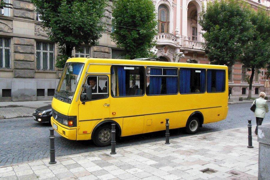 Водій автобуса покорив пасажирів своєю манерою керування (відео)