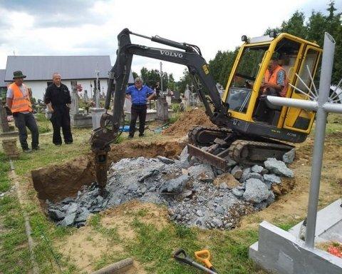 В Польше нашли захоронение на месте памятника УПА: фото