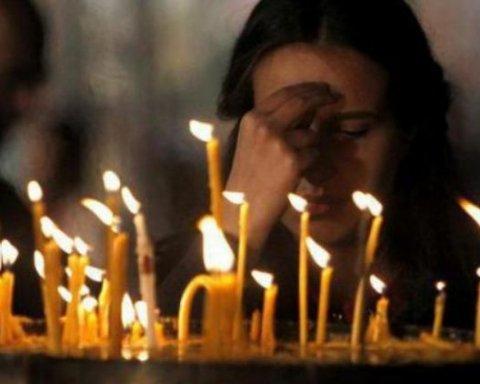 Трійця. Православні моляться про померлих в поминальну суботу