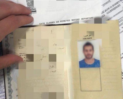"""У Бориспіль прилетів """"фанат"""", розшукуваний Інтерполом за підробку документів"""