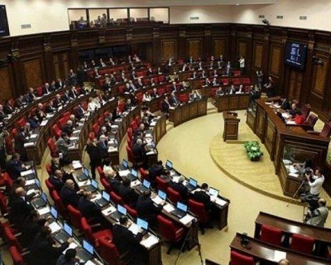 Протести у Вірменії: в парламенті завершилося голосування по кандидатурі нового прем'єра