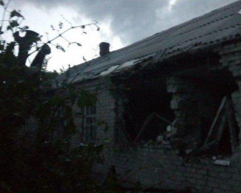 Бойовики обстріляли житловий будинок на Донеччині