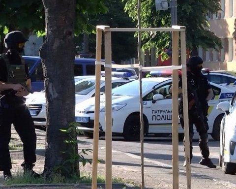 Убийство депутата в Черкассах: полиция обыскивает дом подозреваемого