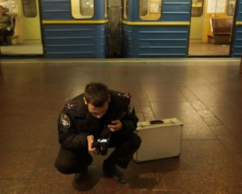 Помилковий виклик. П'ять станцій метро Києва знову відкрили після пошуків вибухівки