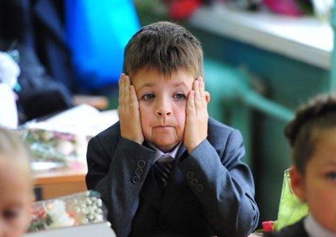 """Українці бурхливо відреагували на заборону слова """"батьки"""" у підручниках"""