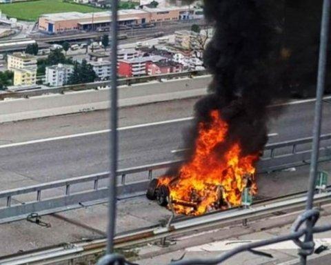 У страшній ДТП в Швейцарії згоріла Tesla