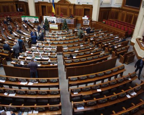 """Українці посоромили """"втомлених"""" нардепів"""
