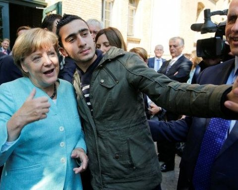 Меркель договорилась об ускорении возвращения мигрантов