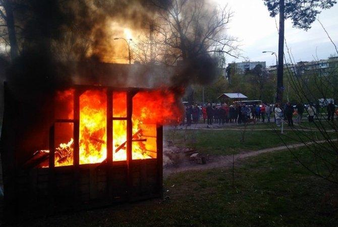 АТБ таскает по судам активистов, которые мешали строить незаконный магазин