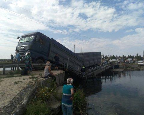 Фури зруйнували міст під Миколаєвом: подробиці