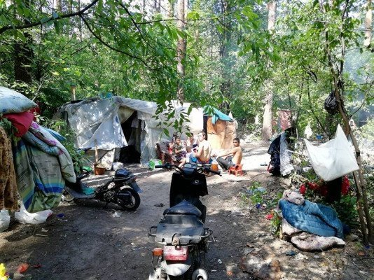 Копы разогнали большой лагерь цыган под Львовом