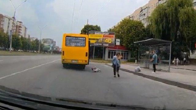 Ребенок выпал из маршрутки во Львове