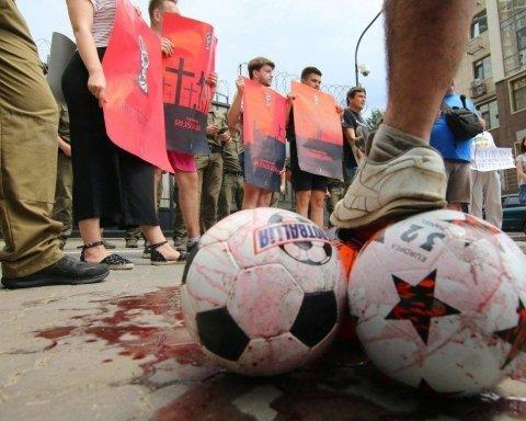 Одесситы сыграли в «кровавый футбол» у генконсульства России