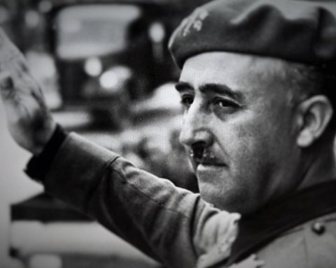 Испания прозрачно извлечет останки диктатора Франко из мавзолея