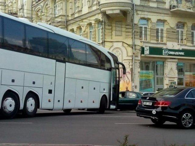 Авто дипломатов попало в ДТП в Киеве