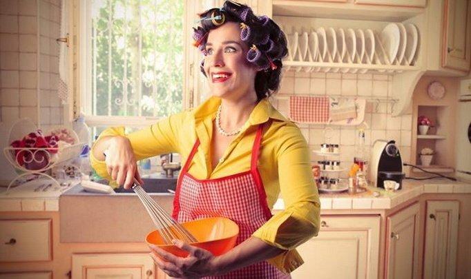 Соцопрос: 70% украинских мужчин считают, что место женщины на кухне