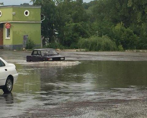Украина страдает от мощных ливней: еще один город затоплен
