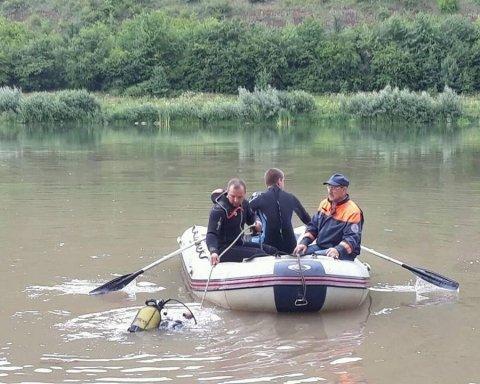Чоловік врятував трьох дітей, що втопали, ціною власного життя