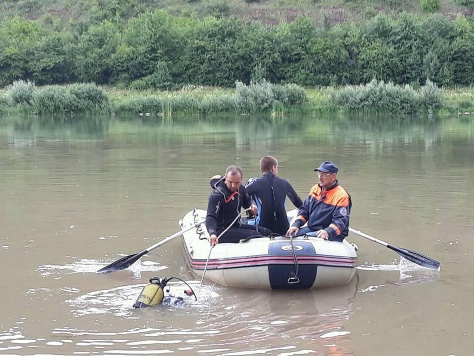 Картинки по запросу річка дністер люди купаються