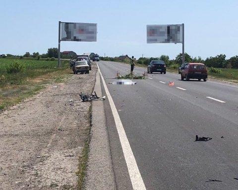 Молодая велосипедистка погибла в ДТП под Харьковом, еще двое с травмами: машина выскочила на встречку