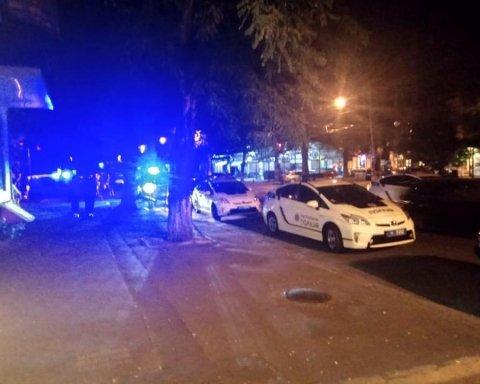 В центре Одессы взорвали автомобиль, есть раненый