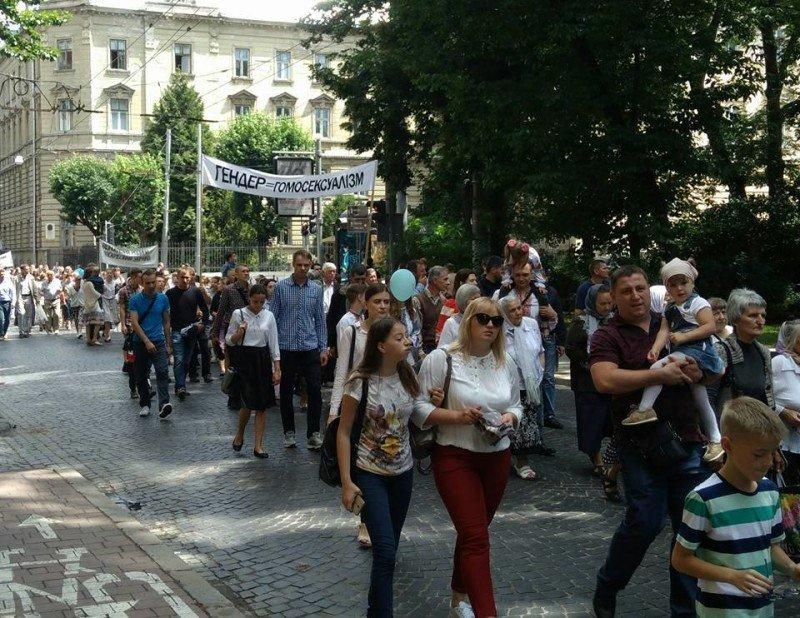 Секта догналитов присоединилась к маршу защитников семейных ценностей во Львове (фото)