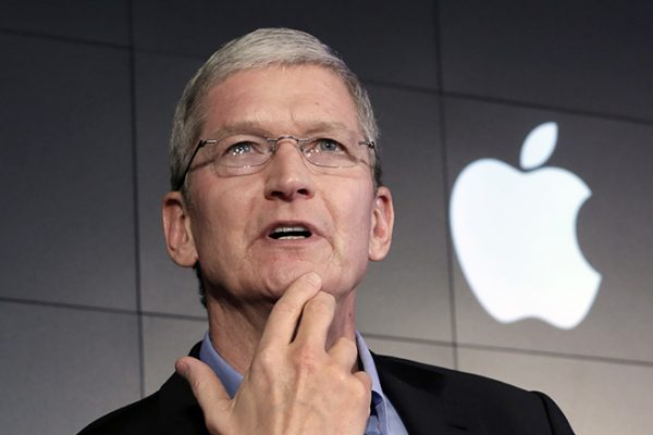 Apple начала войну с Цукербергом