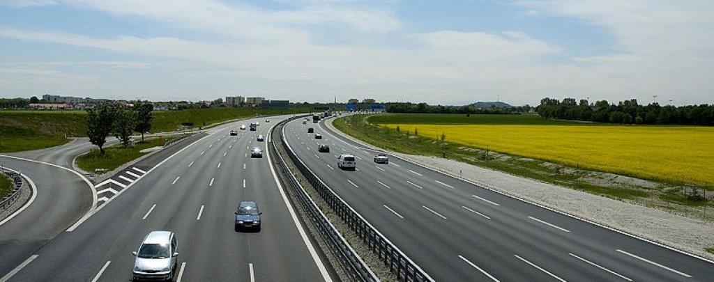 """Водіїв чекає """"покращення"""" на дорогах: будуть різати асфальт"""