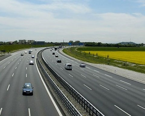 Водителей ждет «покращення» на дорогах: будут резать асфальт