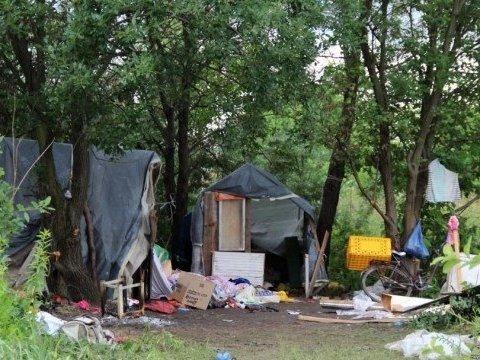 Полиция взяла лагерь ромов под охрану