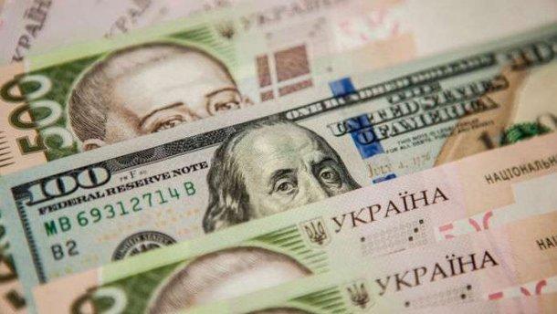 Перед выходными курс доллара резко просел, гривна крепчает