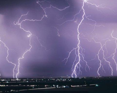 Синоптики объявили штормовое предупреждение: где в Украине опасность
