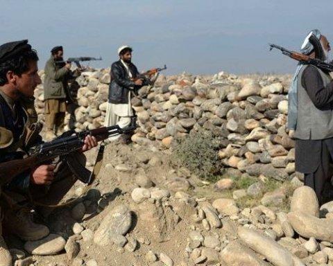 В Афганистане 16 полицейских погибли в результате атаки талибов