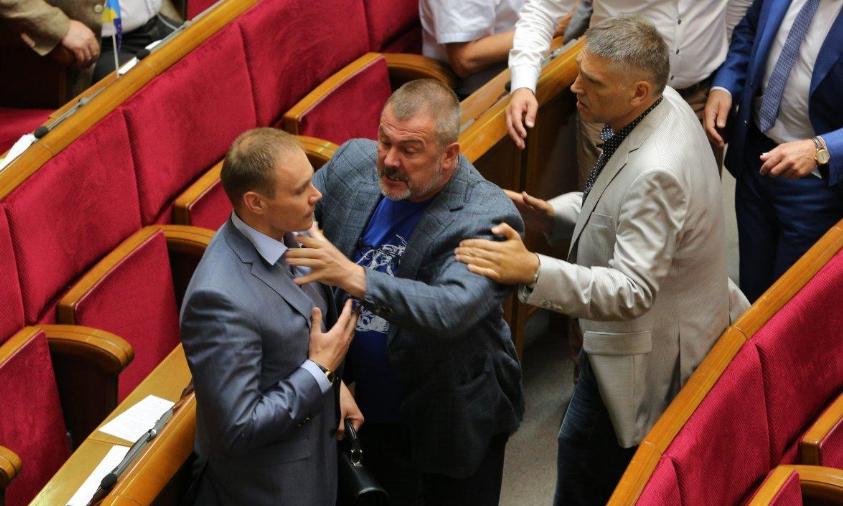 Нардепы подрались из-за заявления Мураева