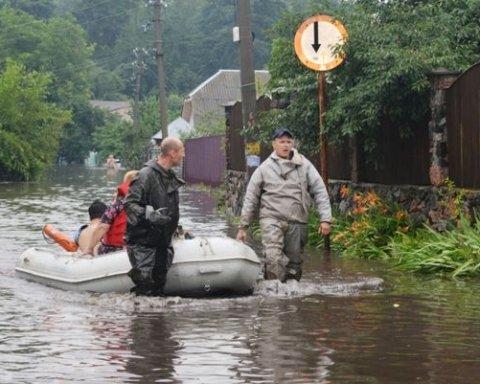 Вследствие интенсивных осадков в Чернигове начался масштабный потоп