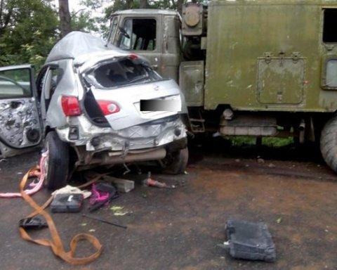 В ДТП с военным грузовиком погибли двое человек