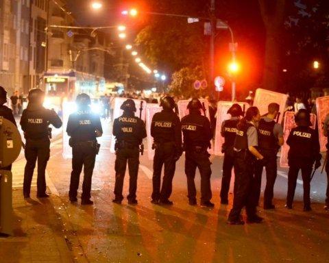 Музыкальный фестиваль перерос в побоище с полицией в Германии