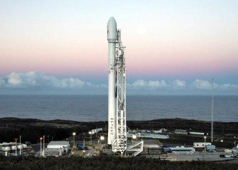 Ілон Маск знову запустив ракету Falcon: неймовірні кадри (фото, відео)