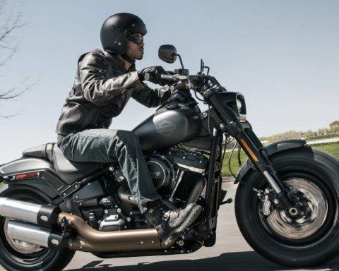 """Harley-Davidson """"тікають"""" з США в Європу через Трампа: подробиці"""