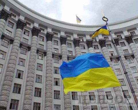 Українським топ-чиновникам зменшать зарплати: деталі несподіваного рішення