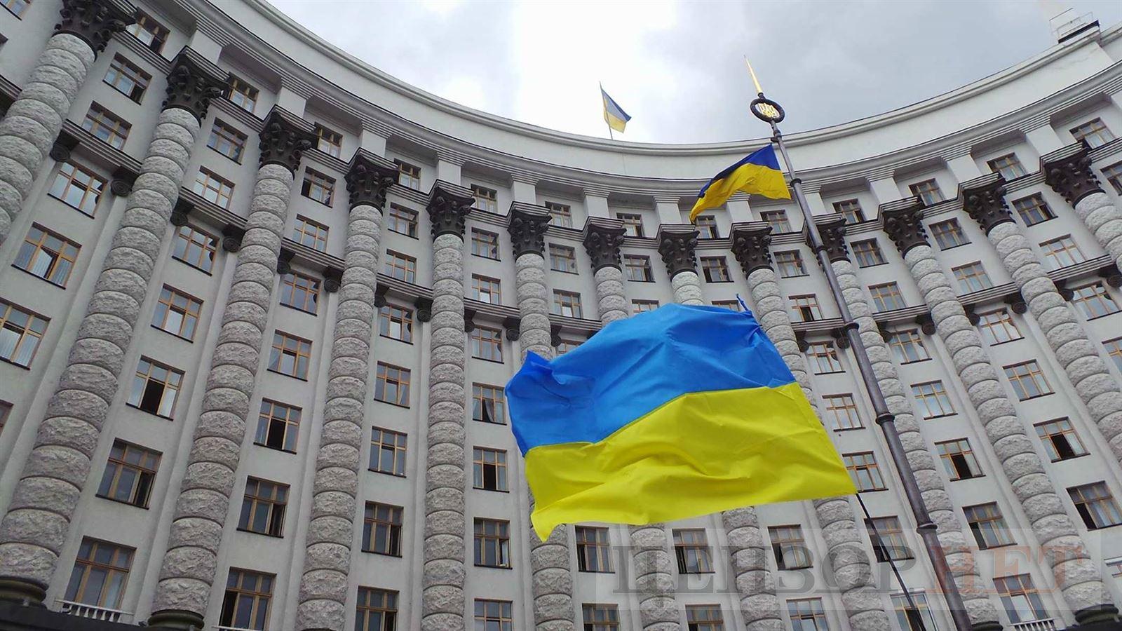 Украинским топ-чиновникам урежут зарплаты: детали неожиданного решения