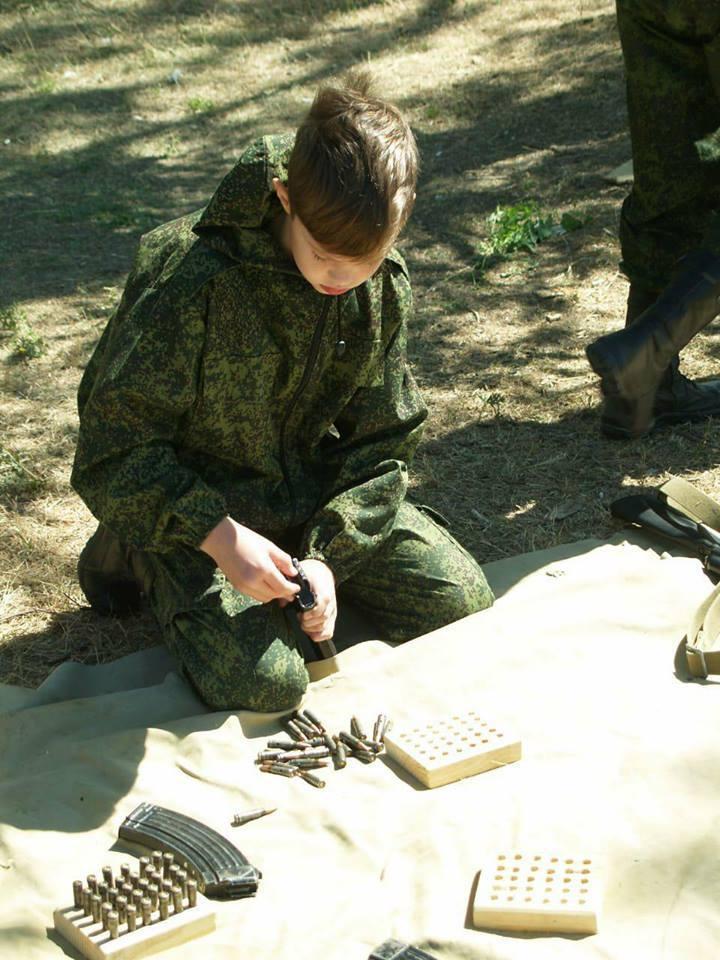 Повна мілітарізація: діти в Криму допомогають ФСБ ловити українців