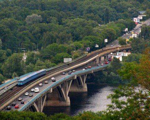 Киеву грозит обрушение моста Метро: эксперт рассказал о последствиях