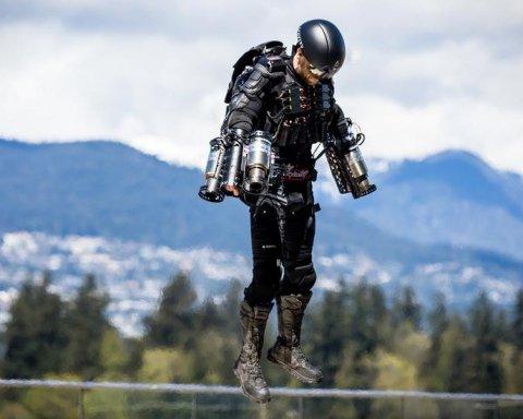 В Дубае в небо взлетел «Железный человек», реактивный костюм стал реальностью