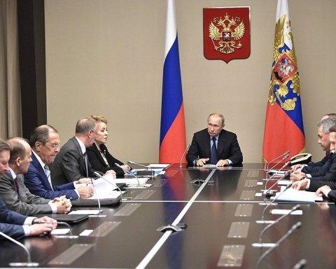 Путін скликав радбез РФ після розмови з Порошенком