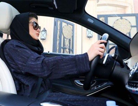 Жінкам Саудівської Аравії нарешті дозволять сісти за кермо