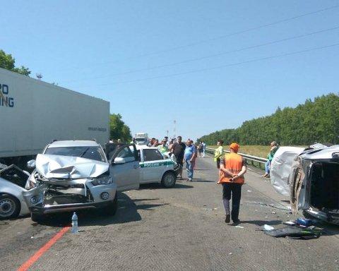 П'ять індусів розбилися на машині в Україні