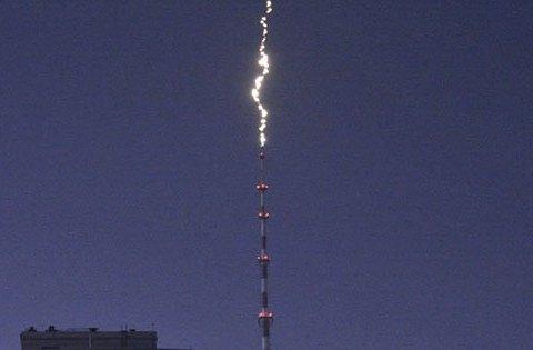 Молния попала в телевышку в Киеве